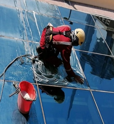 window cleaning dubai